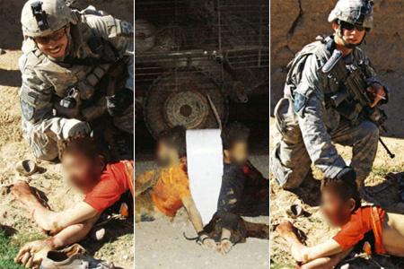 Jeremy Morlock és Andrew Holmes egy afgán civil, bizonyos Gul Mudin holttestével pózolnak