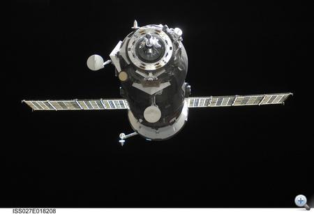 2011. április 29. A Progress 42 (avagy Progressz M-10M) az ISS felé tart, rakterében élelmiszer, műszaki felszerelés, tudományos kísérletekhez felszerelés.