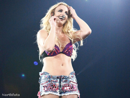 Spears budapesti fellépésén: ezt a shortot Londonban is megivllantotta