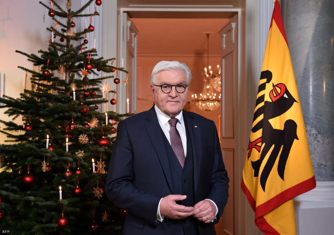 Frank-Walter Steinmeier német államfő karácsonyi beszéde után a Bellevue Palace-ban, Berlinben 2018 december 25-én