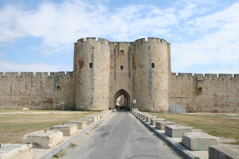 Egy igazi várban élnek a városka lakói: mintha megállt volna az idő a falai közt