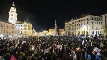 Több városban nem vártak szombatig a tüntetéssel