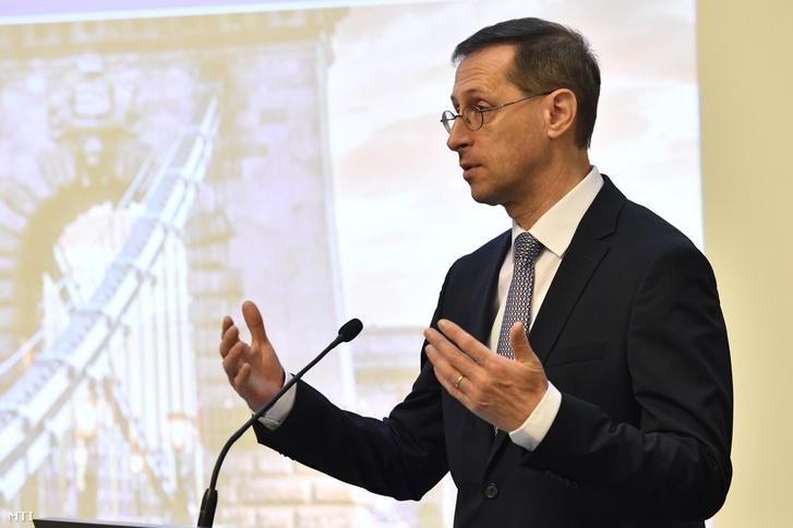 Varga Mihály pénzügyminiszter sajtótájékoztatót tart a Pénzügyminisztériumban 2018. december 28-án