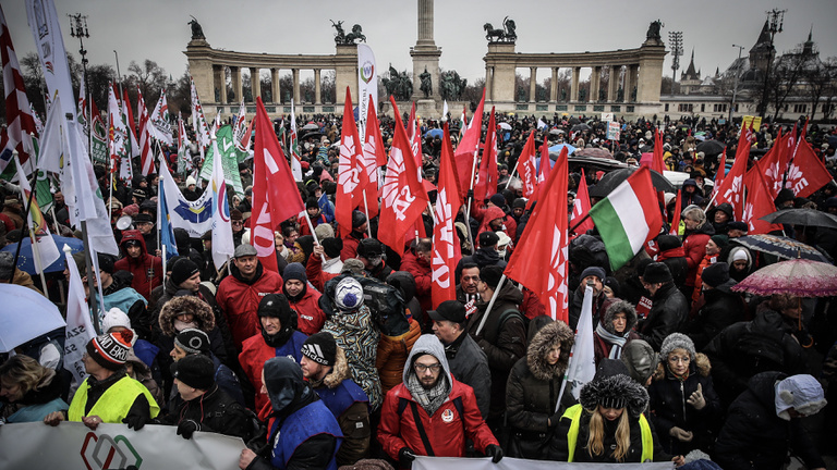 Hungarian protesters call for general strike and regime change