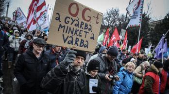 Kövesse élőben a tüntetést a Kossuth térről!