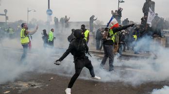 Összecsaptak a rendőrökkel a sárgamellényes tüntetők Párizsban