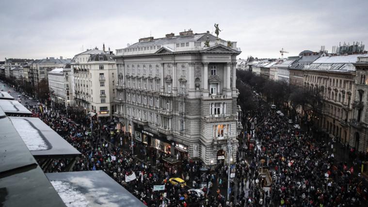 A kormányellenes tüntetés élő közvetítésének első része