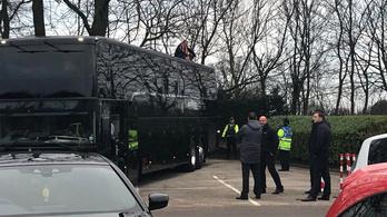 Elfoglalták a buszt, hogy elmaradjon az FA-kupa-meccs