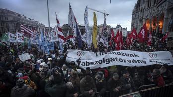 A kormányellenes tüntetésen elhangzott beszédek (élő közvetítésünk második része)