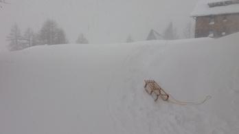 Három méter hó esett az Alpokban, több turista nem tud lejutni a hegyről