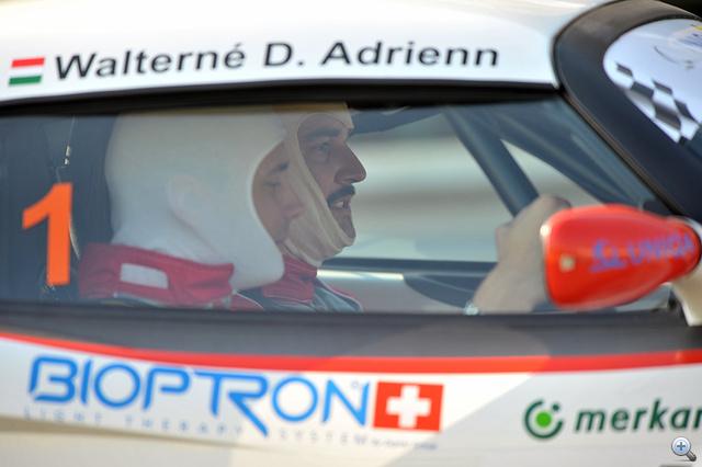 Nem, nem Adri ül az autóban