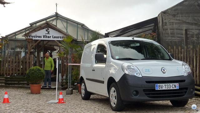 Védd a fákat, vegyél villanyautót. Egy felmérés szerint száz kilométer a kishaszonjárművek napi futásteljesítménye Európában. Ehhez passzol a Kangoo Z.E. hatótávolsága