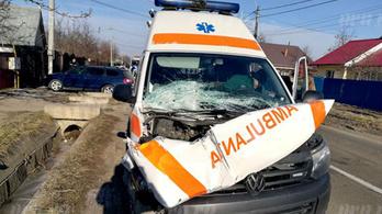 Teherautó jogsit szerzett volna, de épp a vizsgán tört össze egy szirénázó mentőautót