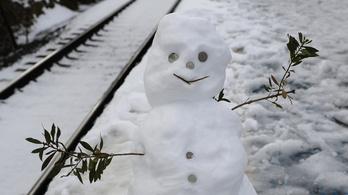 Egy órán át keresték a holttestet egy vasúti gázolás után, de kiderült, egy hóember volt a síneken