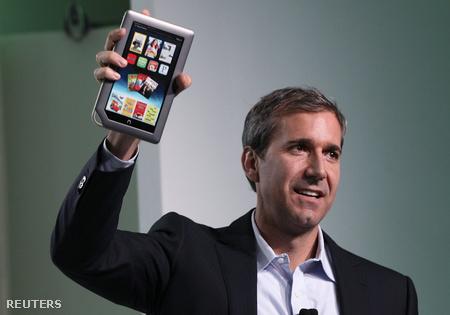 William Lynch, a Barnes & Noble ügyvezető igazgatója az új Nook tablettel
