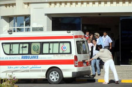 Hurgada, 2011. november 8.  A buszbaleset nyolc sérültje elhagyta a Nile kórházat. Kveck Péter kairói nagykövet közlése szerint már csak egy embert kezelnek a kórház intenzív osztályán. A Kairóban ápolt négy sérült állapota továbbra is súlyos, de állapotuk javult.