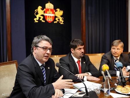 Balogh Zsolt megbízott BKV vezérigazgató, Hagyó Miklós főpolgármester-helyettes és Demszky Gábor főpolgármester 2008 áprilisában
