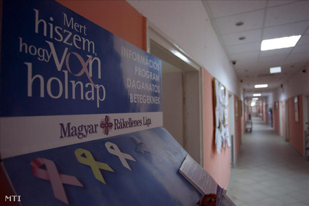 A Magyar Rákellenes Liga transzparense