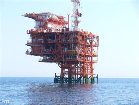Az INA Annamaria A nevű gázkitermelő platformja az Adriai-tengeren a horvátországi Pula közelében