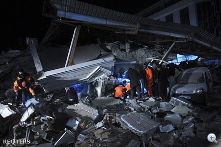 17 nappal korábban 7,2-es földrengés pusztított Van tartományban, amely több mint 600 halálos áldozatot követelt.