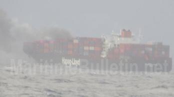 A személyzet elhagyta a négy napja tűzben álló német konténerhajót