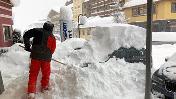Német síelőket sodort el a lavina Ausztriában