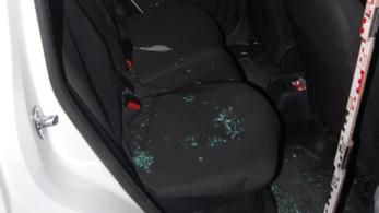 Akkora hisztit nyomott egy pár egy rendőrautó hátsó ülésén, hogy összesen 13 bűncselekménnyel vádolták meg őket