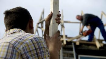 Több mint egymillió embert érintett a minimálbér és a bérminimum emelése