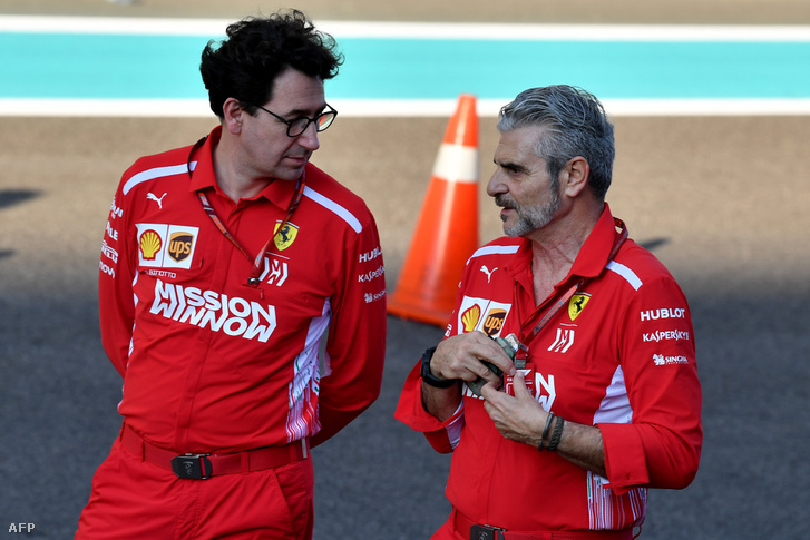 Maurizio Arrivabene (jobbra) és Mattia Binotto az Abu Dhabi nagydíjon 2018. november 22-én