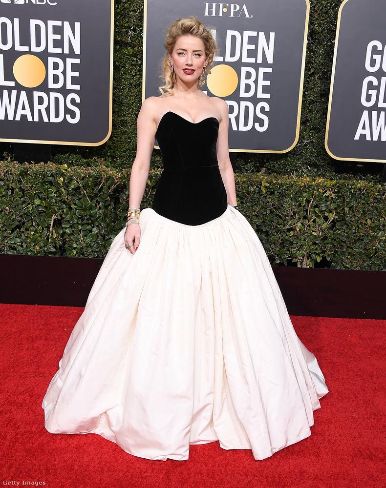 Amber Heard megmutatta magát a közönségnek és a fotósoknak