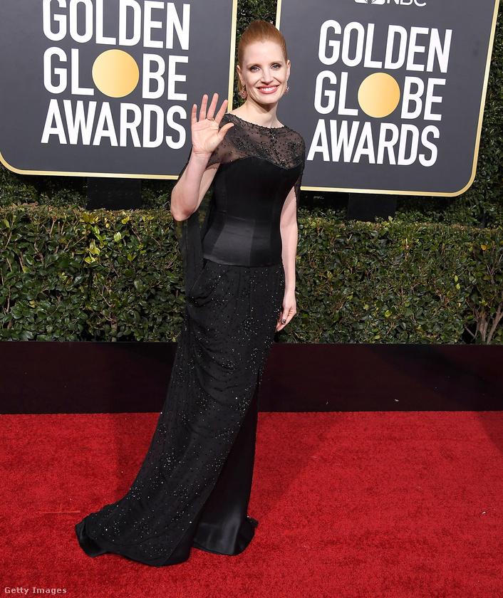 Ha olvasta a reggeli hírösszefoglalónkat, akkor már biztos tudja, hogy Jessica Chastain Vastag Csabával fotózkodott a Golden Globe előtt.A színésznő akkor még nem ebben a ruhában volt.