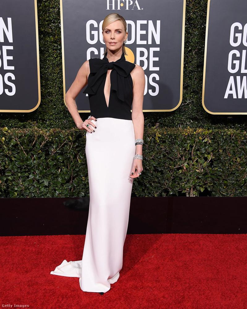Charlize Theron szépen lefogyott, miután a Gloden Globe-díjra jelölt szerepe, a Pszichoanyu (Tully) miatt fel kellett szednie pár kilót