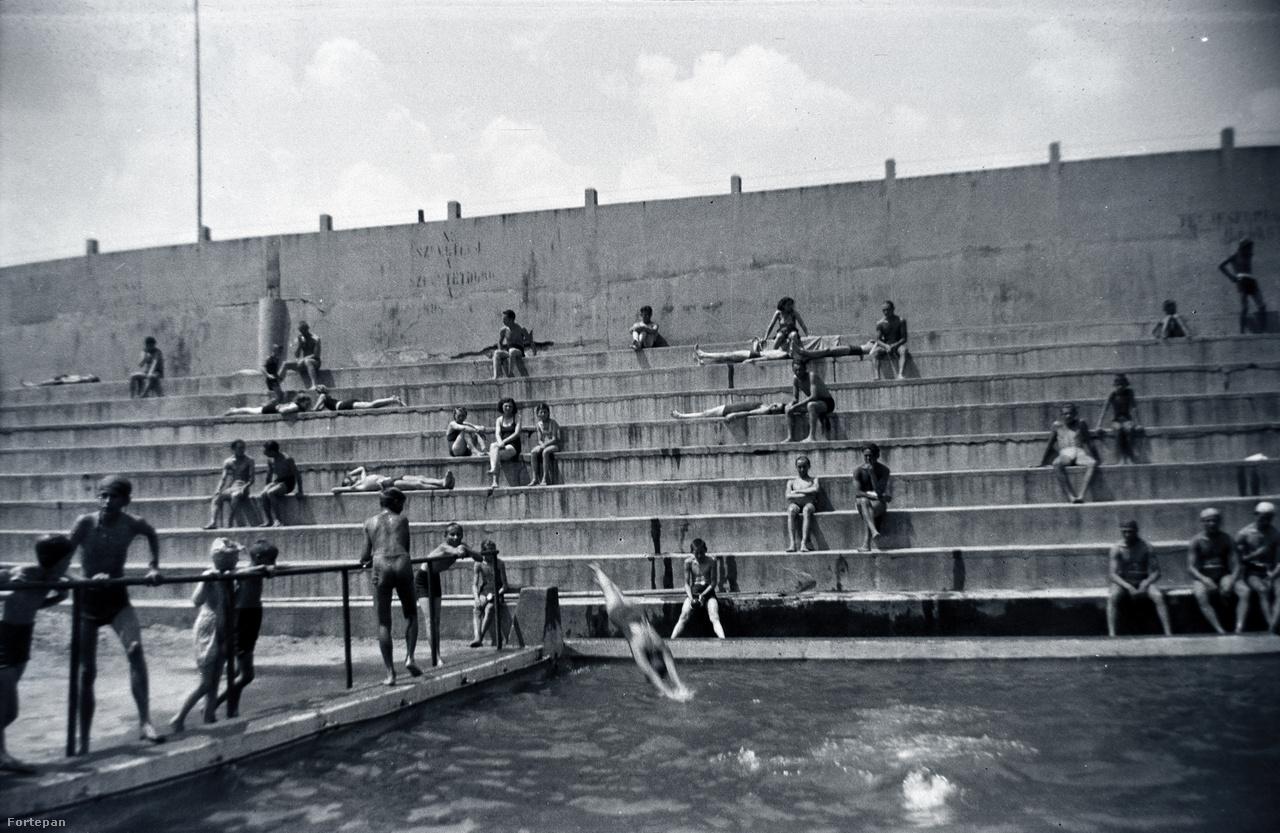 Strand, lépcsők, mélyvíz, harmincas évek.
