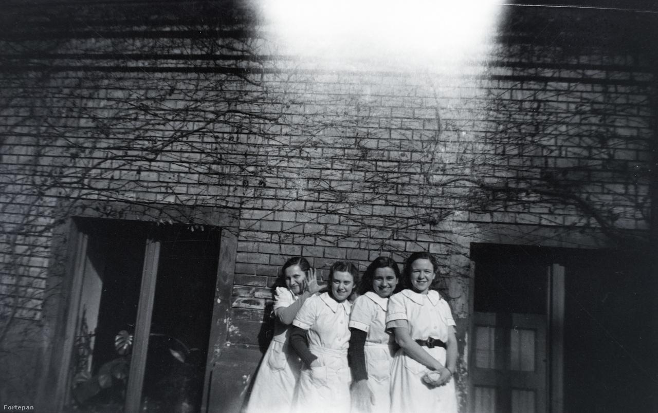 Lányok a harmincas évekből.