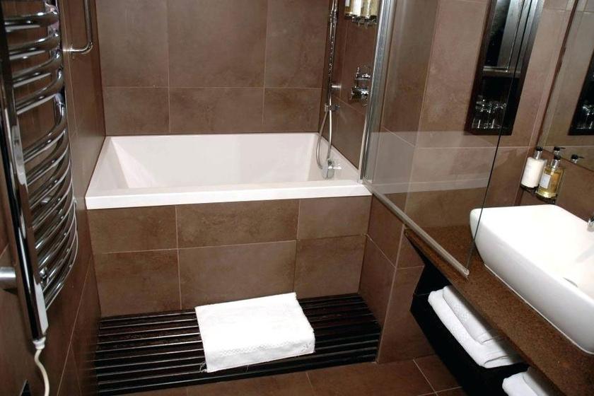 Ha nem szereted a zuhanyzót, viszont egy rendes fürdőkád nem fér el a fürdőben, válassz áthidaló megoldásként minikádat.