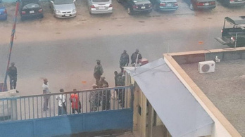 Fegyveres katonák mentek be egy nigériai szerkesztőségbe