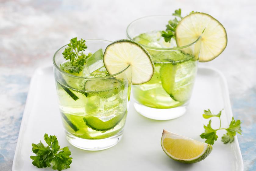 Az immunerősítéshez szükséges C-vitamint pótolja a lime-os vitaminos víz. Egy liter vízhez fél lime-ot, három-négy szál petrezselymet és egy közepes uborka felét add, majd hagyd ázni legalább egy órát! Ízlés szerint variálhatod a hozzávalók mennyiségét.