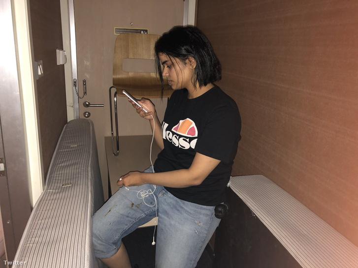 Rahaf Mohammed al-Kunun elbarikádozta a szoba ajtaját