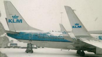 A KLM 159 járatot törölt a keddi vihar miatt