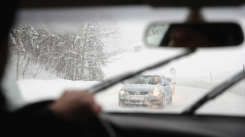 Magyarok is az Alpokban rekedtek a havazás miatt