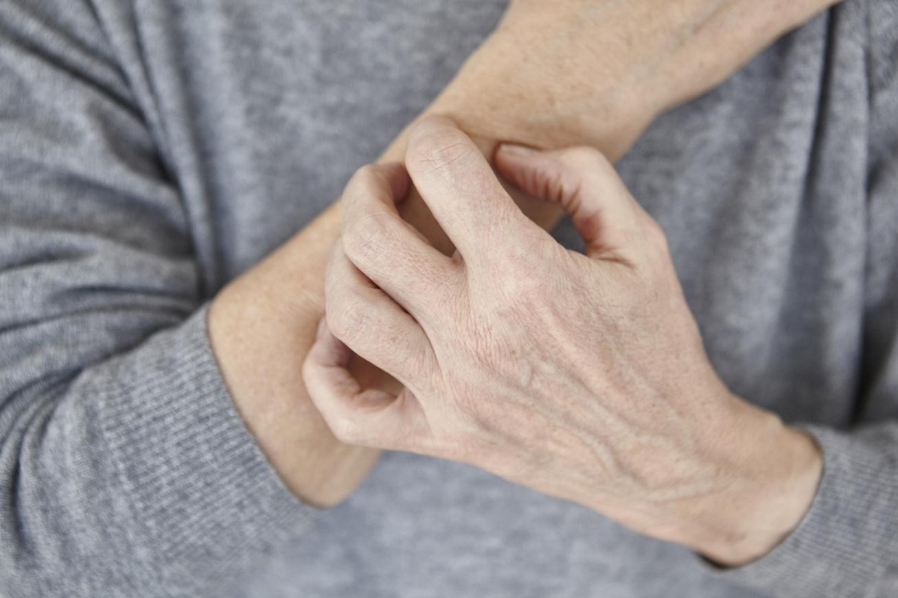 szaraz kez
