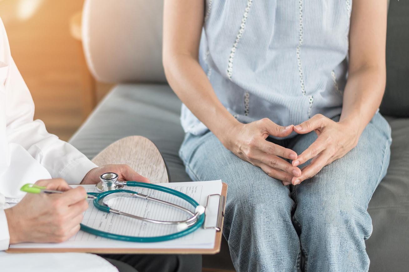 orvos beteg nő konzultáció gyógyít