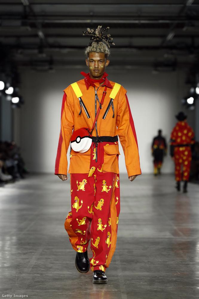 Másnak meg lehet, hogy egy pokémonos divatbemutató fog megtetszeni! Bobby Abley tervező legújabb kollekciója a japán zsebszörnyek világát vitte a kifutóra, szóval már nemcsak 3-7 éveseknek való fiúpizsamából van pokémonos!