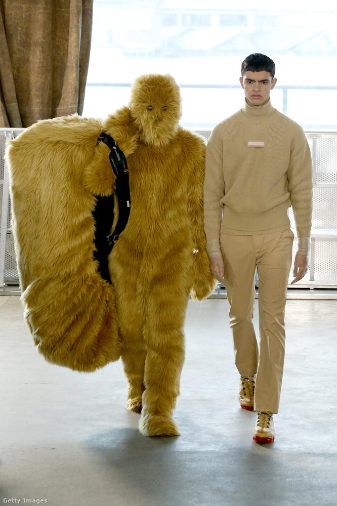 Xander Zhou bemutatójára Csubakka is benézett, hozott magával egy jó nagy batyut.