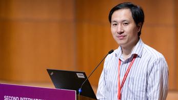 Halálbüntetés várhat a világ első génszerkesztett babáit világra segítő kínai orvosra