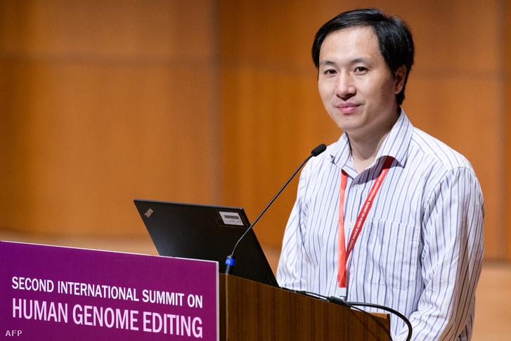 Ho Csienkuj kutató beszél a második nemzetközi génmódosítás konferencián, Hongkongban 2018. november 28-án