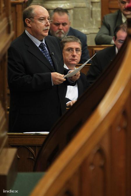 Itt még egy frakcióban Kiss Péter és Gyurcsány Ferenc