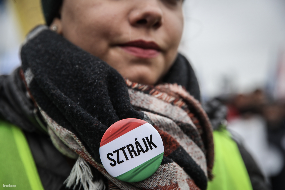 Jelvény, a 2019. január 5-i túlóratörvény elleni budapesti tüntetésen
