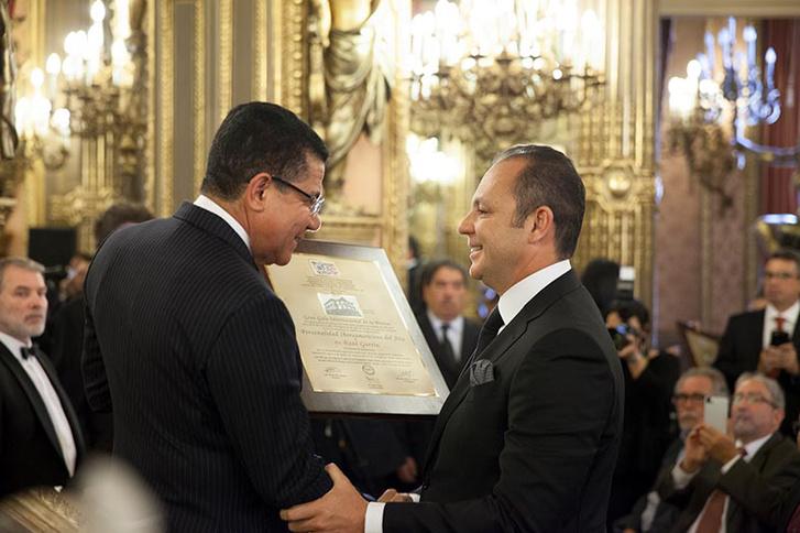 Raúl Gorrín (jobbra) 2016-ban.
