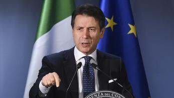 Olasz miniszterelnök: Ha nem szállhatnak partra a menekültek, repülővel megyek értük és elhozom őket.